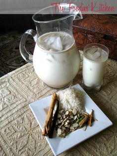 Horchata has been prepared in Guatemala for several centuries and it is cooked in the same manner as in Mexico. Now you can make fresh horchata at home. Homemade Horchata, Horchata Recipe, Guatemalan Desserts, Guatemalan Food, Guatamalan Recipes, Yummy Drinks, Yummy Food, Recetas Salvadorenas, Comida Latina