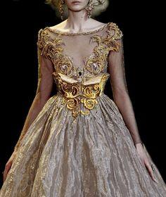 Lovely gold detailing (=)