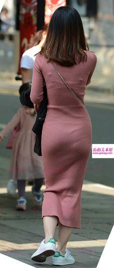 妹子爱穿紧身长裙妹子爱穿紧身长裙,勾勒出曼妙的身姿,勒得这么紧,是要上天吗(2)
