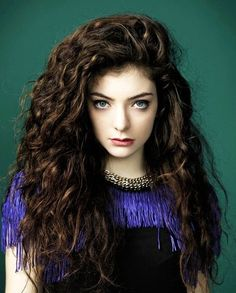 Lorde is such an amazing singer!! HER HAIR THOUGH