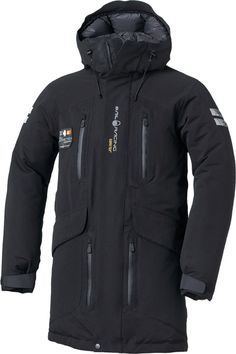 SAIL RACING ANTARCTICA CARBON   High premium down parka in GORE-TEX 2 layer, exclusively with stretch fabric for best comfort and flexible fit. Made in limited edition of 200 pcs. High breathability and durability which will keep you warm and dry even in heavy rough weather. The parka features waist and chest pockets with water resistant zippers. It has a fixed adjustable hood and articulated sleeves. Filled with 90/10 Goose down filling.