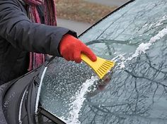 Mit diesem einfachen Trick sparst Du dir das Eiskratzen im Winter!