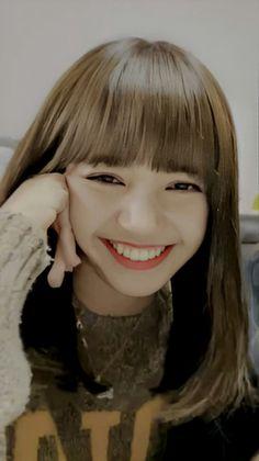South Korean Girls, Korean Girl Groups, Cute Girls, Cool Girl, Rapper, Lisa Blackpink Wallpaper, Lisa Bp, Black Pink Kpop, Jennie
