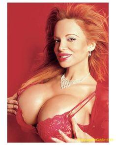 Il seno più grande del mondo.    Sabrina Sabrok è la donna con il seno (siliconato) più grande del mondo.    Ovviamente ognuno si dedica ai record che desidera e il limite che la modella argentina, molto famosa in sud America meno negli USA e in Europa, ha voluto superare può impressionare. Sabrina si è sottoposta ad un intervento di chirurgia estetica per aumentare a dismisura il proprio seno che, allo stato attuale, pesa la bellezza di sette chili, equamente distribuiti.