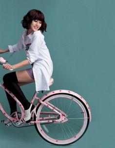 Yoon Eun Hye on bike Yoon Eun Hye, Hip Hop Fashion, Love Fashion, Korean Fashion, Blue And White Jeans, Princess Hours, Prettiest Actresses, Cycle Chic, My Fair Lady