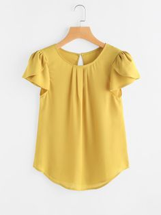 Shop Petal Sleeve Keyhole Back Curved Hem Blouse online. SheIn offers Petal Sleeve Keyhole Back Curved Hem Blouse & more to fit your fashionable needs. Blouse Styles, Blouse Designs, Dress Designs, Petal Sleeve, Pleated Fabric, Plain Tops, Blouse Online, Types Of Sleeves, Blouses For Women