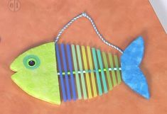 Make a Straw Fish to hang on the bulletin board or in the bedroom or playroom. Don& be afraid to select your own colors and be creative. Fish Crafts Preschool, Vbs Crafts, Camping Crafts, Ocean Animal Crafts, Animal Crafts For Kids, Fun Crafts For Kids, Straw Crafts, Diy Straw, Straw Projects