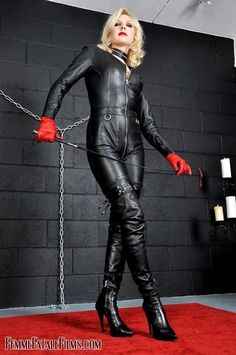 """"""" Mistress Akella """" Fantastisch, a tight leather catsuit is one of the things missing from my leather wardrobe Sexy Outfits, Leder Outfits, Leggings, Leather Gloves, Military Fashion, Leather Fashion, Mistress, High Boots, High Heels"""