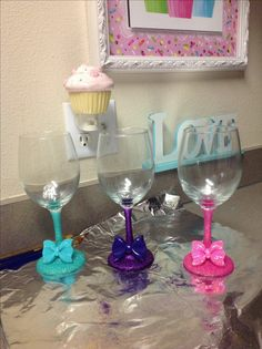 So simple to make! Glasses from dollar store, fine loose glitter, modge podge, glue and a bow! (Hand wash only) they were a hit for our wine mixer! Glitter Wine Glasses, Diy Wine Glasses, Decorated Wine Glasses, Painted Wine Glasses, Wine Glass Crafts, Wine Craft, Wine Bottle Crafts, Glitter Projects, Diy Projects