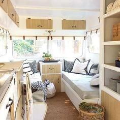 Vintage Viscount Caravan Ideas With Boho Interior 50 - Vanlife & Caravan Renovation Rv Campers, Camper Trailers, Happy Campers, Camper Van, Truck Camper, Diy Camper, Vintage Airstream, Vintage Caravans, Vintage Rv