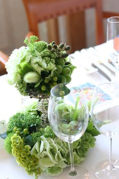 濃紫とライムグリーンのゲストテーブル装花 シェ松尾天王洲倶楽部さまへ : 一会 ウエディングの花