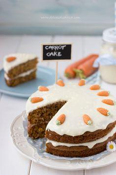 La carrot cake è un classico dolce anglo-americano, adoro questa torta perché di fatto è una torta semplice di carote, ma sono rima...