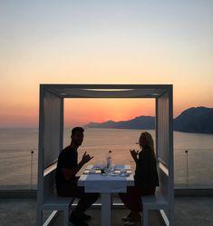 Catherine et Jonathan, d'Occupation Double Grèce, découvrent l'Italie et ses couchers de soleil!