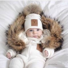 Line Biagio lasten valkoinen fleecehaalari tekoturkishupulla.  Italialais-norjalaisen suunnittelijan oman malliston upea valkoinen fleecehaalari, jonka hupussa kaunis tekoturkisreunus. Tämä suloinen haalari on vilkkunut monen kaunottaren instagramissa tänä vuonna, vihdoinkin se on saatavilla myös Suomesta!  Photo credit: @frustrertfrue