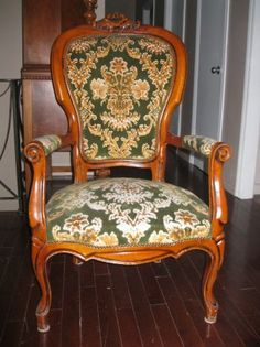 Montreal: BEAUTIFUL Antique Arm Chair      $200 - http://furnishlyst.com/listings/447035