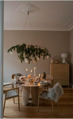Cosy Christmas, White Christmas, Christmas Time, Christmas Ideas, Merry Christmas, Cozy Apartment, Apartment Ideas, Christmas Table Decorations, Scandinavian Home