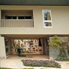 Hidden Architecture » Villa Namazee - Hidden Architecture Mediterranean Architecture, Italian Home, Gio Ponti, Courtyard House, Villa Design, Elle Decor, Facade, Pergola, Furniture Design