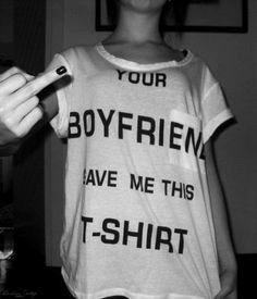 tipos espalhados na camiseta