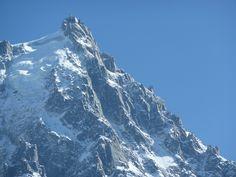 L'Aiguille du midi domine la vallée de Chamonix Mont Blanc. www.tara-immobilier.com