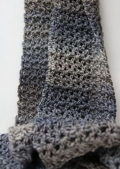 gorgeous scarf using v-stitch Crochet Mitts, Crochet Hoodie, Knit Or Crochet, Crochet Scarves, Crochet Clothes, Easy Crochet, Crocheted Blankets, Loom Scarf, Loom Knitting Stitches