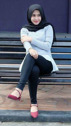 Beautiful Hijab Girl, Beautiful Asian Girls, Hijabi Girl, Girl Hijab, Muslim Girls, Muslim Women, Hijab Fashion, Girl Fashion, Womens Fashion