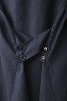 (interesting tailor option to take in width with crisscrossed tabs and buttons) Irish linen Duster dress back view detail