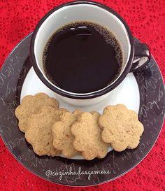 Cookie de nozes com um bom café , quem não gosta?  Pede seu cookie para experimentar!  Cozinhadasgemeas@gmail. Com