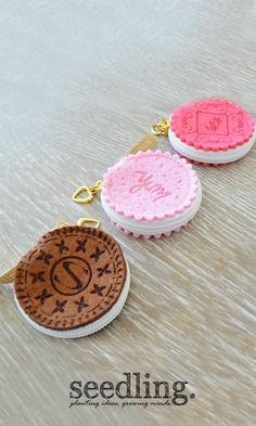 Cute little zipper pouches that look like cookies!!