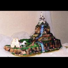 Idea for Grooms cake. w/out the Horse and buggy.