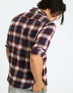 AE PLAID FLANNEL SHIRT Get your grunge on with a soft flannel finish. Seriously Soft fabric Lightweight brushed twill flannel Full button front Single chest patch pocket Shirttail hem Style: 2153-9866   Color: 613