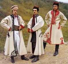 Sukman coat from West Krakow Polish Clothing, Folk Clothing, Folk Fashion, Ethnic Fashion, Fashion Goth, Fashion Outfits, Historical Costume, Historical Clothing, Traditional Fashion