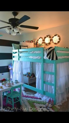 Cute bed love it Wooden Bunk Beds, Bunk Beds Built In, Cool Bunk Beds, Torn Curtain, Palette Bed, Pallet Furniture, Kids Furniture, Bedroom Furniture, Furniture Making