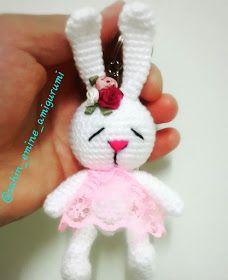 Leithygurumi: Amigurumi Bunny Keychain English and Turkish Pattern / Amigurumi Rabbit Keychain Turkish and English Recipe Crochet Hook Set, Love Crochet, Crochet Gifts, Crochet Dolls, Crochet Baby, Simple Crochet, Easy Crochet Patterns, Stitch Patterns, Turkish Pattern
