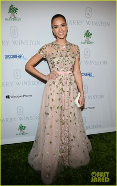 Jessica is wearing a Valentino dress, Harry Winston jewels, and a Roger Vivier clutch.