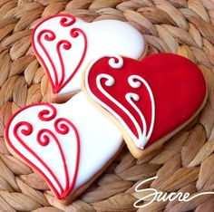 What could be better Valentines Day gift than some adorable Valentines Day Cookies? So here are some cute valentines day cookies for you. Valentine's Day Sugar Cookies, Fancy Cookies, Iced Cookies, Cute Cookies, Heart Cookies, Cookies Et Biscuits, Cupcake Cookies, Cookie Favors, Flower Cookies
