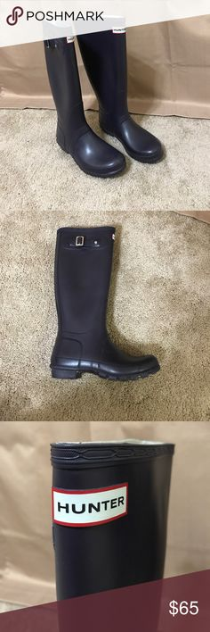 Hunter Rain Boots Size 6M/7F (women's 7) gently used, well cared for. Hunter color: aubergine (eggplant purple). Hunter Shoes Winter & Rain Boots