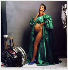 #Annie Leibovitz, American Portrait Photographer~ Demi Moore-Heavily pregnant and beautiful