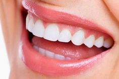 Simple Way To Naturally Whiten Your Teeth Everybody wants to have pearly white teeth just like the people we see in the magazines. There are few ways you can whiten the teeth. The more expensive way is if you go to the dentist or buy some whitening produc Perfect Teeth, Perfect Smile, Straighten Teeth Without Braces, Teeth Straightening, Tooth Pain, Natural Teeth Whitening, Benefits Of Coconut Oil, Body Organs, Hair And Beauty