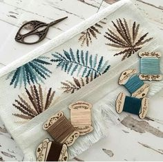 """Çamdalı"" modeli ""havlukiti""nin işlenmiş hali ile günnnaydınnnn… – DIY Home Decor Bargello, Towel Holder, Cross Stitch Embroidery, Pixel Art, Place Card Holders, Instagram, 1, Leaves, Decor Ideas"