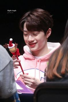 [HQ] 171118 Lai Guanlin at Hot Tracks Fansign Event ㅡ ctto #LGL_HQ #LAIGUANLIN #LAIKUANLIN #GUANLIN #KUANLIN #WANNAONE