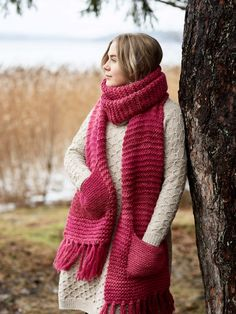 This scarf is has a delicious colour and lovely pockets! The design is simple, stylish and yet fun - we'd love to make this in all our favourite colours! Knitted with Novita wool yarn. #novitaknits #colour #pink #inspiration #pattern #knittingpatterns #knitting #knit #knits #scarf #ideas #diy #wool