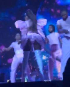 Ariana Grande Singing, Ariana Grande Legs, Ariana Grande Concert, Ariana Grande Photos, Unknown Picture, Ariana Video, Ariana Tour, Ariana Grande Dangerous Woman, Ariana Grande Sweetener