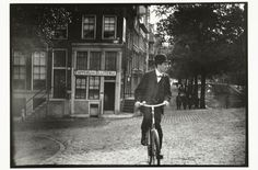 Painter and photographer G.H. Breitner created powerful images of daily Dutch life in the late 19th century. Beyond the artistic and documentary value of the images, they can be seen as an early manifestation of street photography.