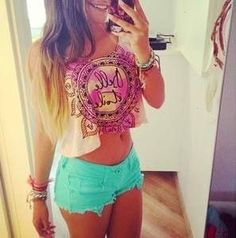 Cute summer style! Love the whole outfit! Great colours :)