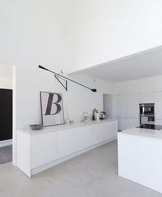 Monochrome Interior, Interior Design, Narrow House, Scandinavian Home, White Houses, Kitchen Interior, Decoration, My Dream Home, Home And Living