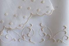 Toalhas de mão em linho bordadas com bastidos, garanitos e ponto corda.