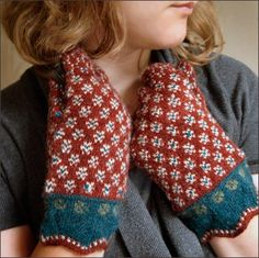 Estonian mitts love the color combo Fair Isle Knitting, Lace Knitting, Knitting Socks, Knitting Stitches, Knit Crochet, Crochet Hats, Fingerless Mittens, Knit Mittens, Knitted Gloves