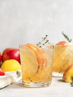 The most refreshing Apple Thyme Bourbon Smash cocktail recipe! This easy apple thyme cocktail can be made with Bourbon or Whiskey and is great for Summer or Fall. This recipe is made with Washington Autumn Glory apples to make an apple thyme simple syrup and then mixed with fresh lemon juice, lemon soda water, and garnished with extra apples. #sgtoeats #applecocktail #bourbonsmash #bourboncocktail #thymecocktail Apple Whiskey, Apple Bourbon, Washington Apple Drink, Cocktail Syrups, Cocktail Recipes, Orange Juice Cocktails, Bourbon Smash, Strawberry Sangria, Gluten Free Drinks
