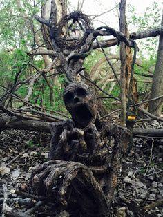Art - sculpture by Pumpkinrot - wood art - darkart - horror - monster Creepy Halloween Props, Halloween Images, Diy Halloween Decorations, Halloween Crafts, Haunted Halloween, Halloween Ideas, Creepy Images, Creepy Art, Scary