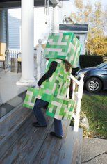 Telescoping Minecraft Creeper Costume: 7 Steps (with Pictures) Creeper Minecraft, Minecraft Party, Minecraft Creeper Halloween Costume, Minecraft Costumes, Disney Characters Dress Up, 80s Characters, Pixar Halloween Costumes, Halloween Season, Carnival